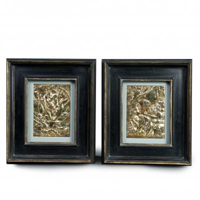 Twee verguld zilveren plaquettes van de Wederopstanding en de Kruisdraging door Arent van Bolten van Swol