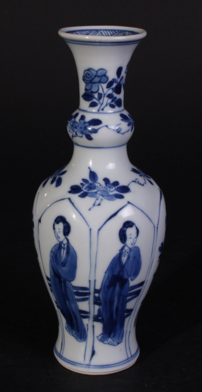Nice fine blue and white decorated Kangxi vase with long eliza's and flowerpots in lotus shaped moulded panels. Marked: Jade.