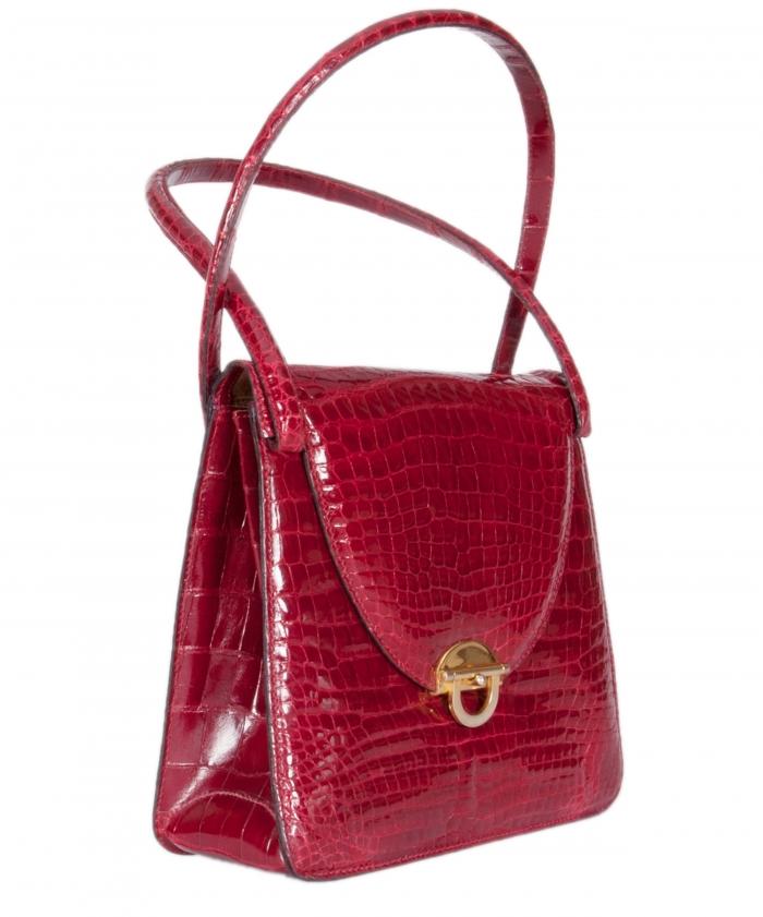 Tassen In English : Een vintage handtas in rood krokodillenleer artlistings