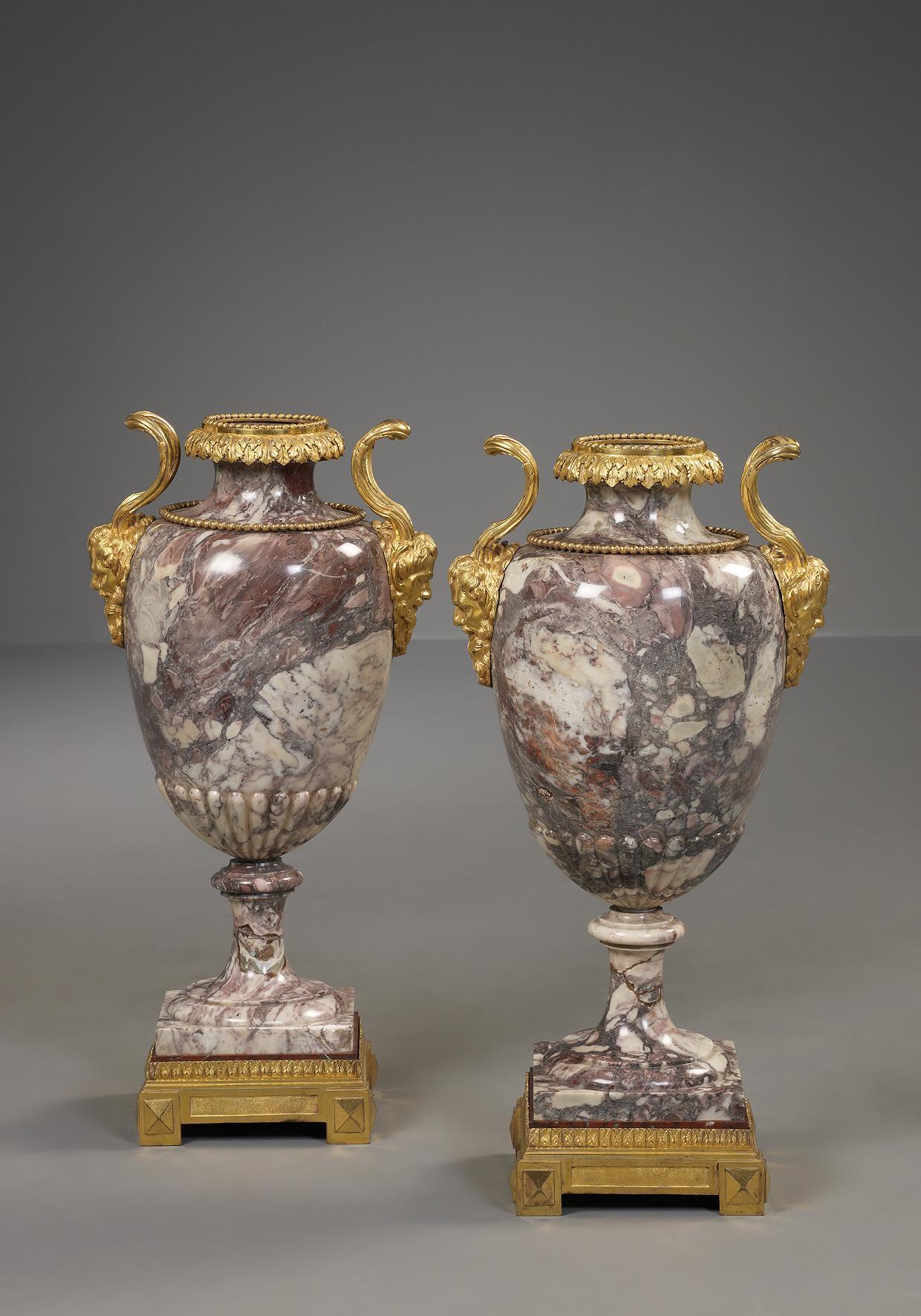 paire de vases italien en marbre obj ts d 39 art kollenburg antiquairs oirschot. Black Bedroom Furniture Sets. Home Design Ideas