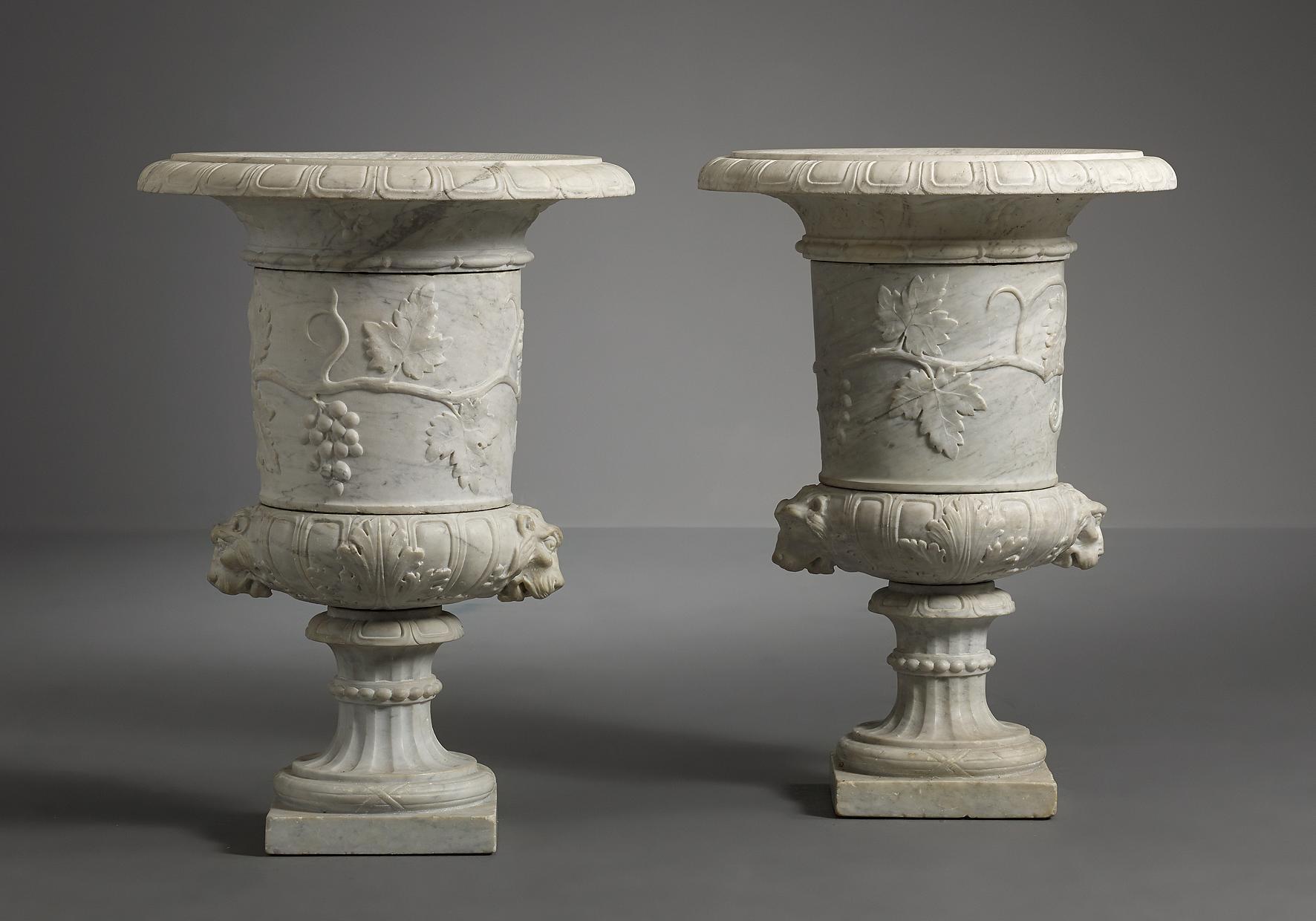 Paar italiaanse wit marmeren vazen objets d 39 art kollenburg antiquairs oirschot - Moulure architectuur ...